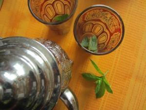 Preparar el té verde marroquí